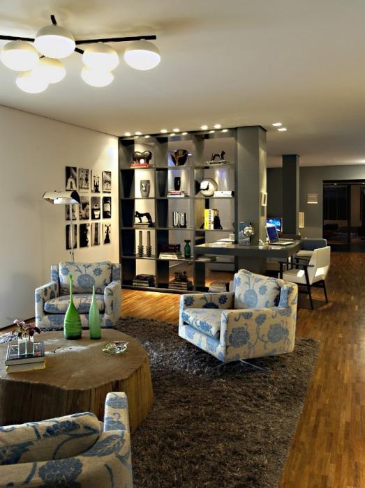 Sala de TV integrada com Home Office - AMC Arquitetura