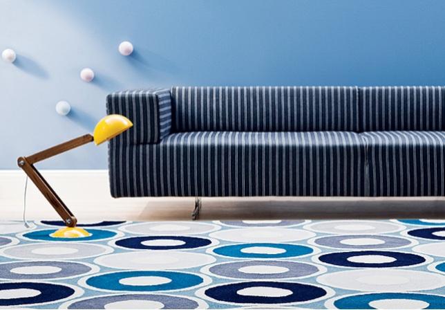 Sofa-listras-tapete-bolas