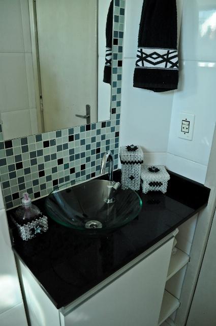 Banheiro pequeno  Design de Interiores  Jaqueline Ribeiro -> Banheiro Pequeno Com Pastilhas Claras