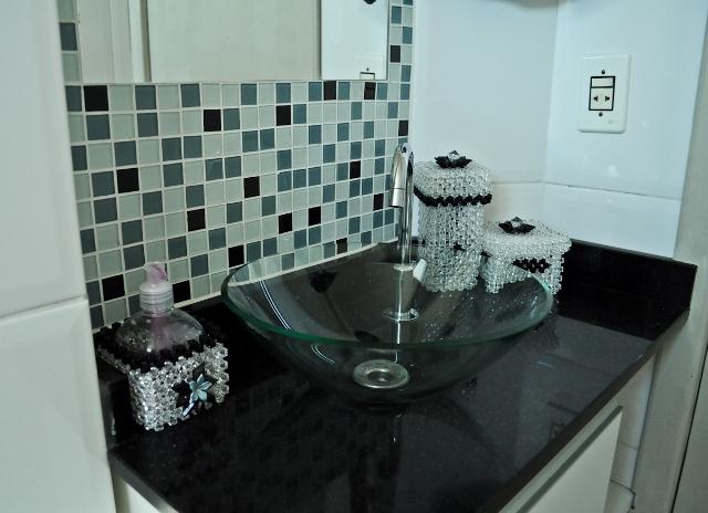 Banheiro pequeno  Design de Interiores  Jaqueline Ribeiro -> Cuba Para Banheiro De Vidro Vermelha