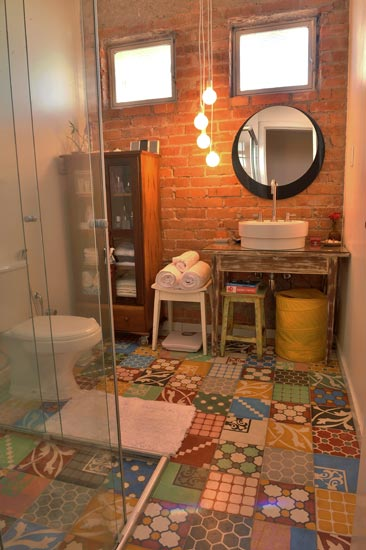 banheiro-ladrilho-no-chão